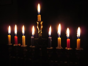 candles-897776_640