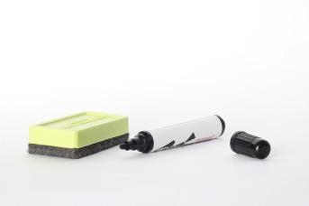 whiteboard-accessories-69155_640